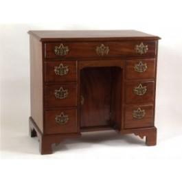 Knee-hole desk in mogano